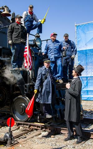 Ed Dickens with oil can and his the crew of No. 4014 greet President Abraham Lincoln.
