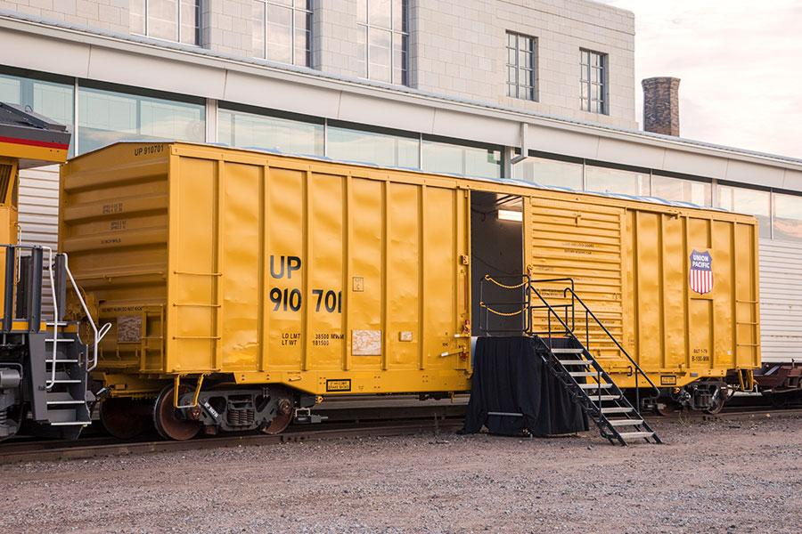 Large Retina | Unmanned Geometry Box Car