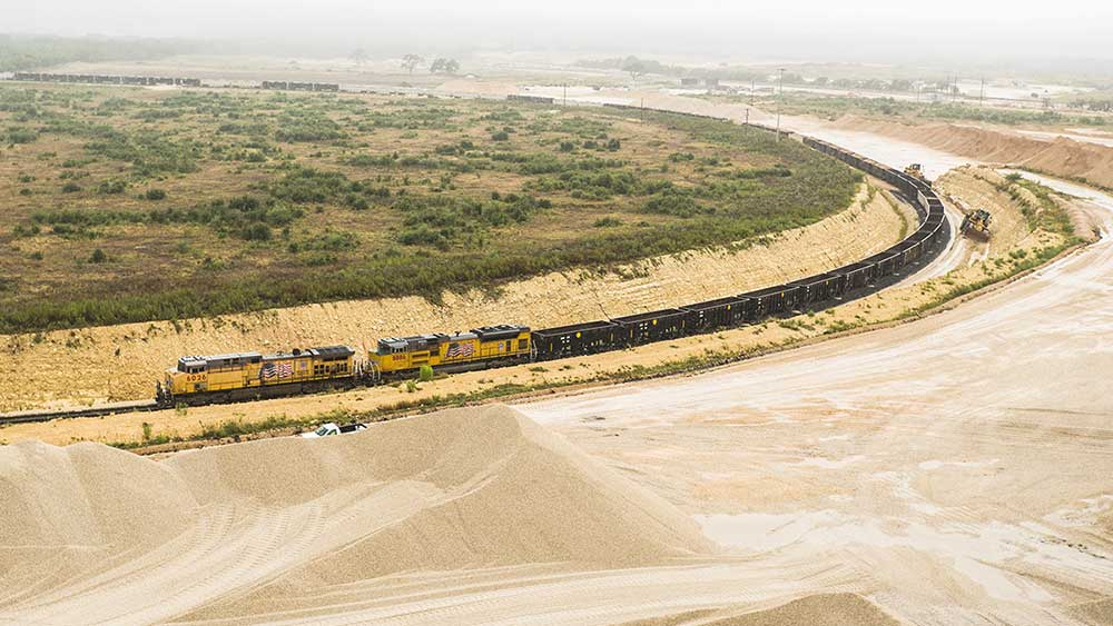 Building America Report 2016 - Martin Marietta aggregate train